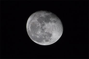 Practical Guide to Photographing the Moon